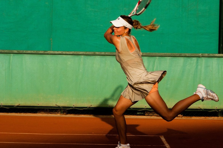 dolore al gomito del tennista